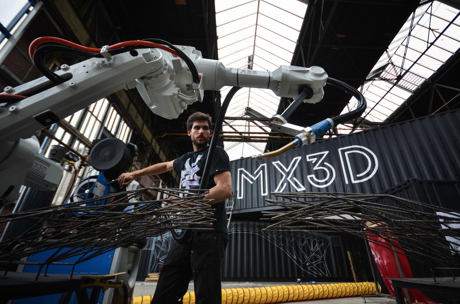 MX3D's robotic arm prints and welds metal