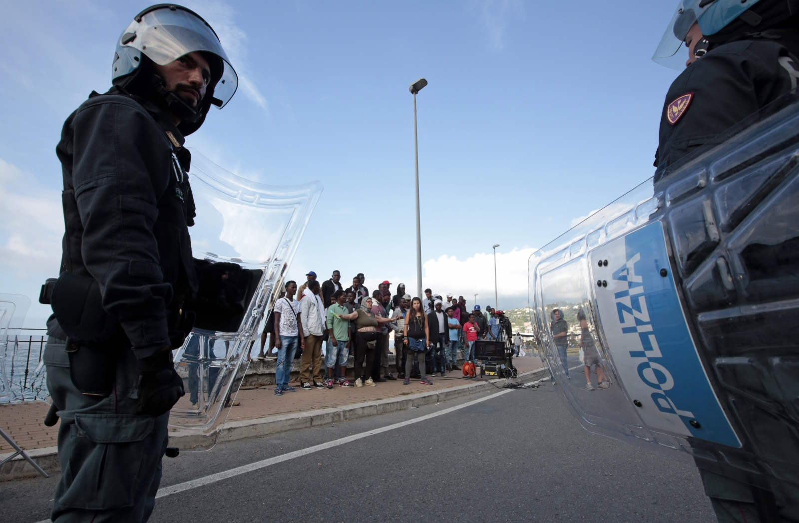 Vintimille border crossing migrants france italy