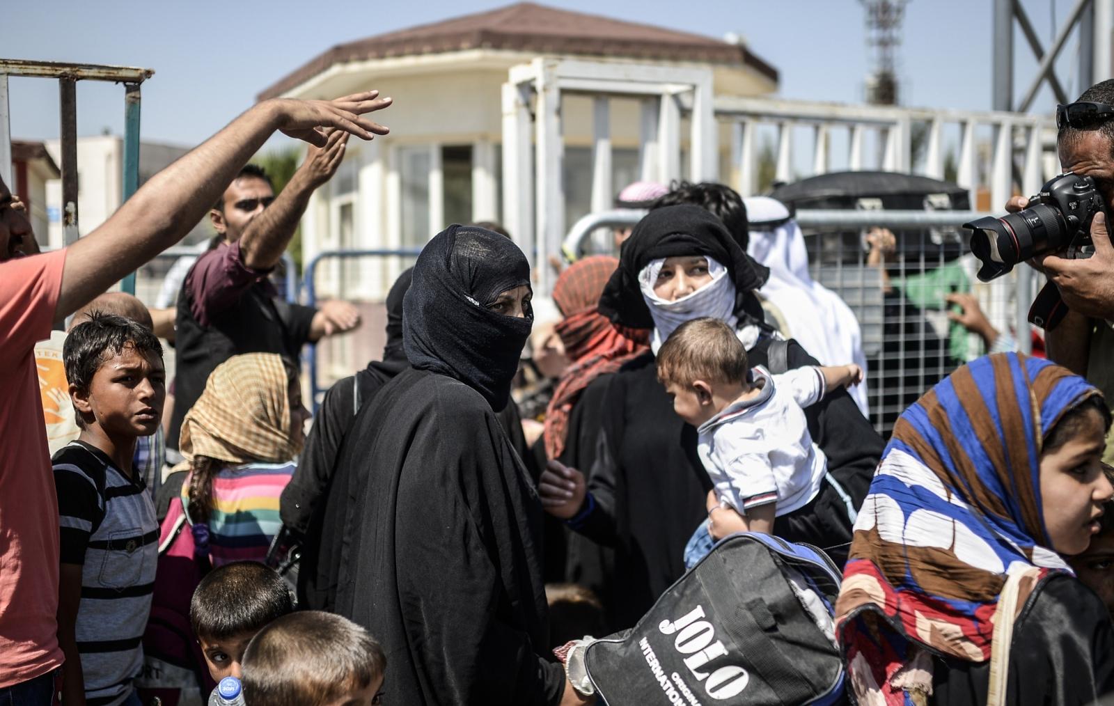 Civilians return to Tel Abyad