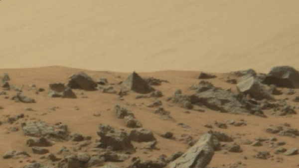 UFO hunters see 'pyramid' on Nasa image of Mars ...