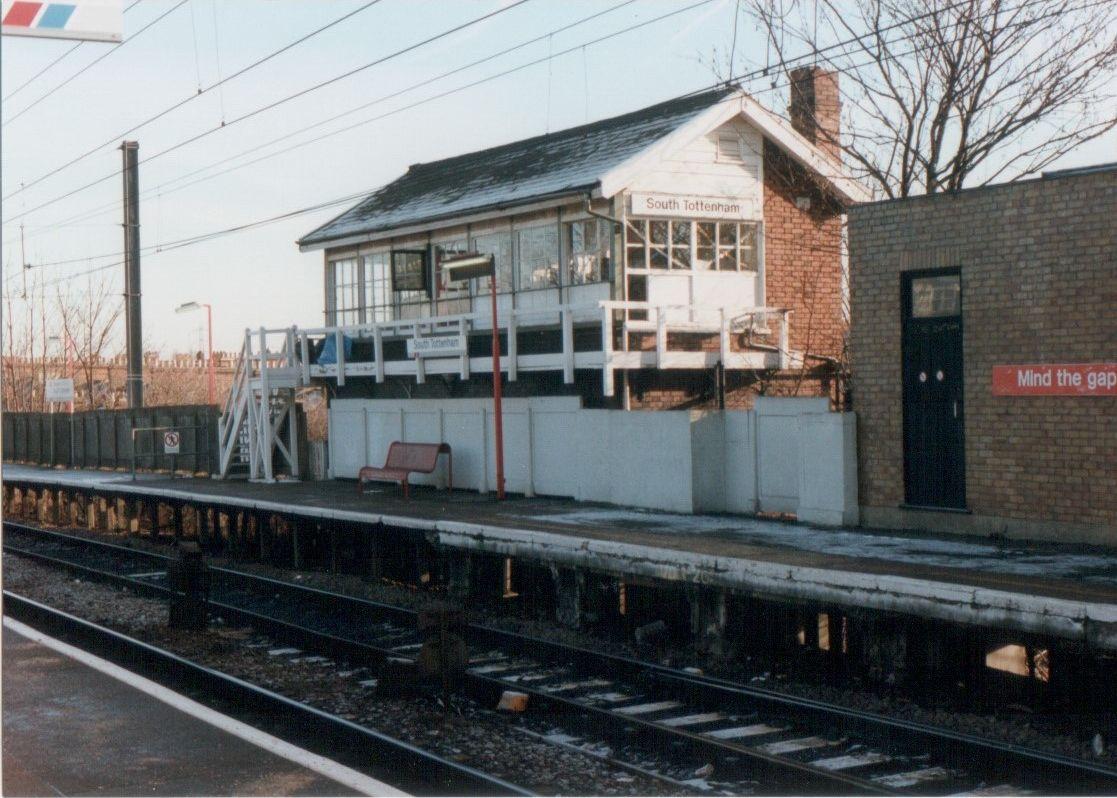 South Tottenham overground station
