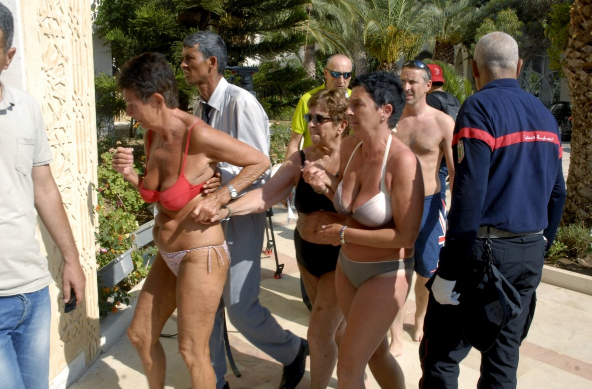 Tourists are evacuated