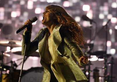 Glastonbury 2015 Florence Welch performance