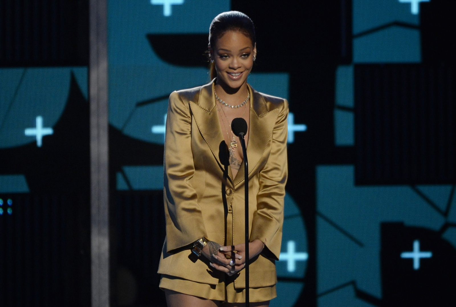 Rihanna at BET Awards 2015