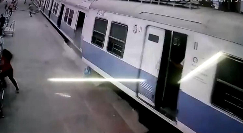 CCTV footage of train derailing in Mumbai