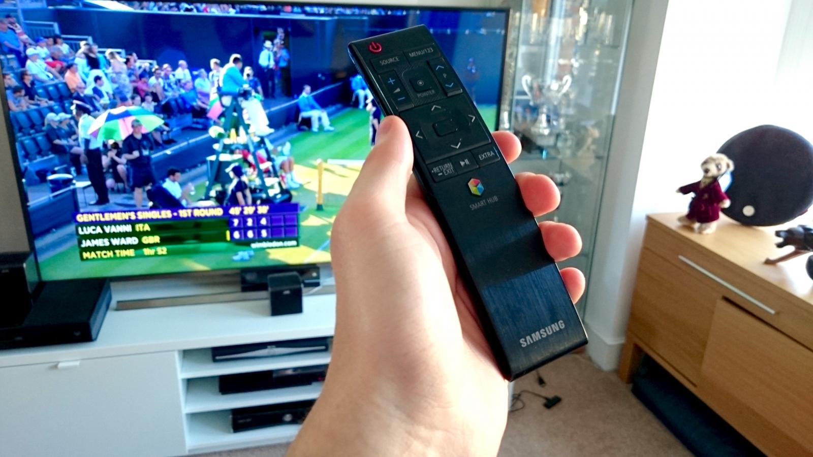 Samsung JE7000 with remote