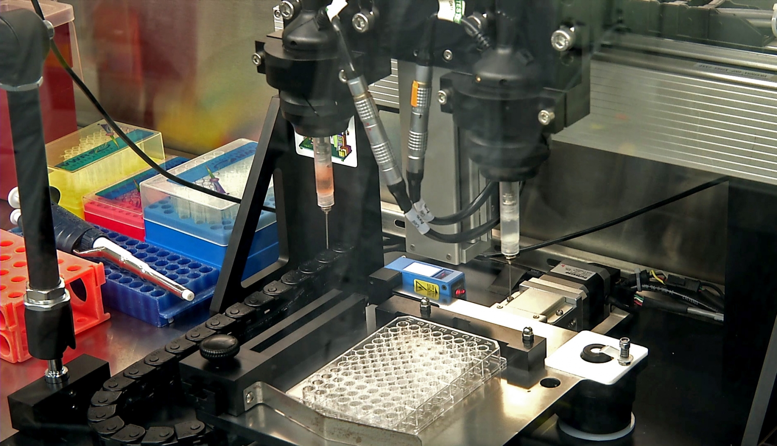 Organovo bioprinting out multiple liver samples