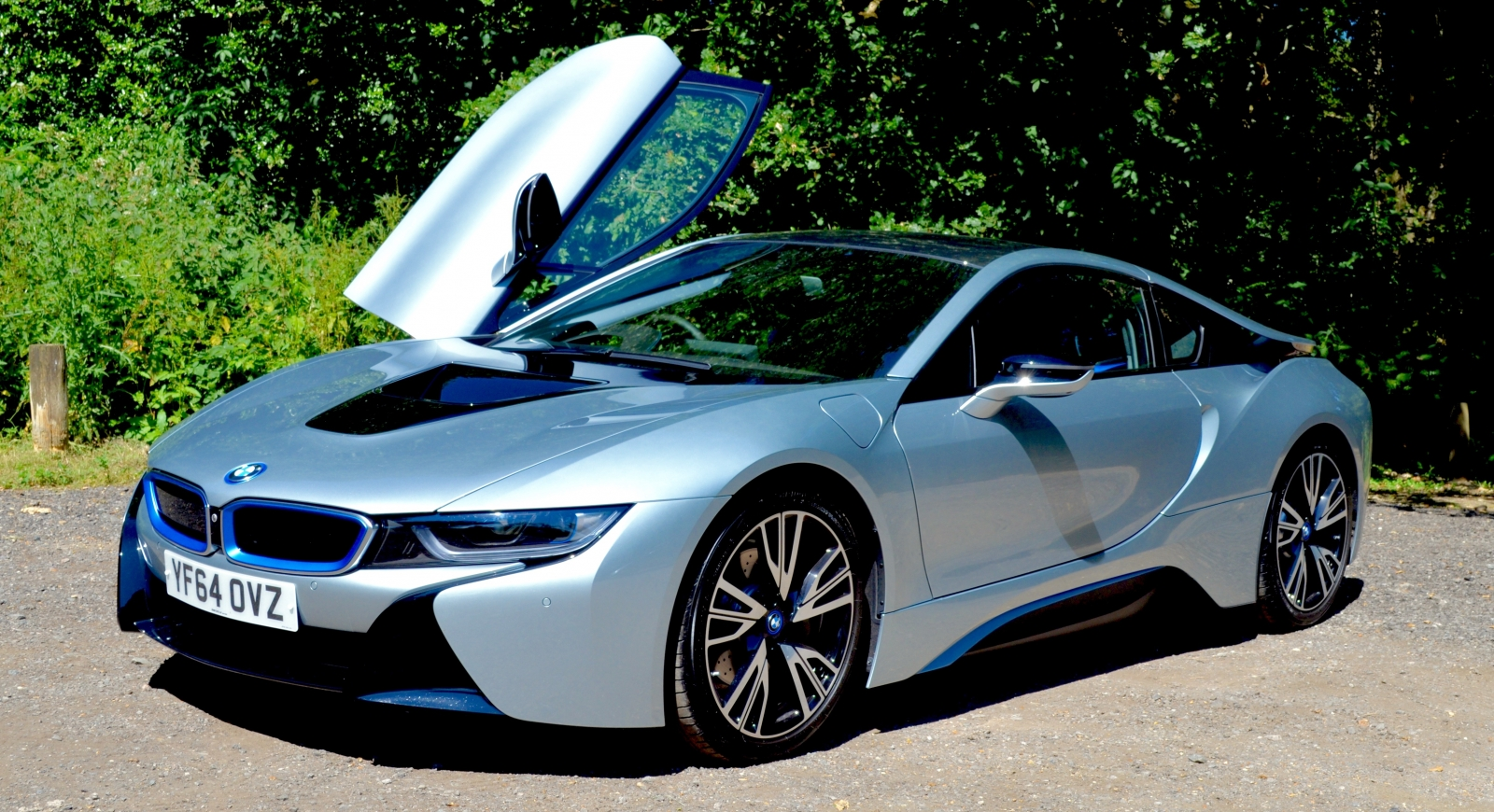 BMW i8 car review