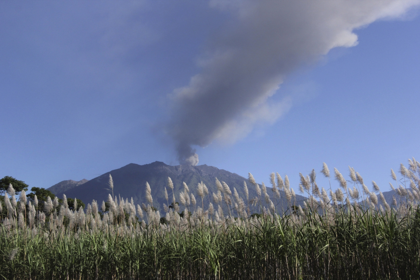 Indonesia airports, flights and volcanic ash