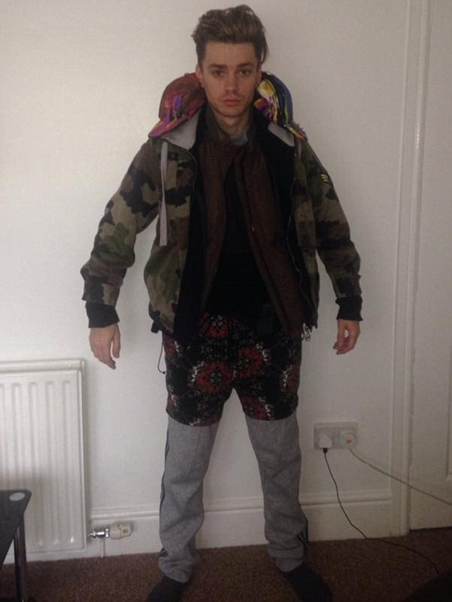 Boyband singer dodges excess baggage fee