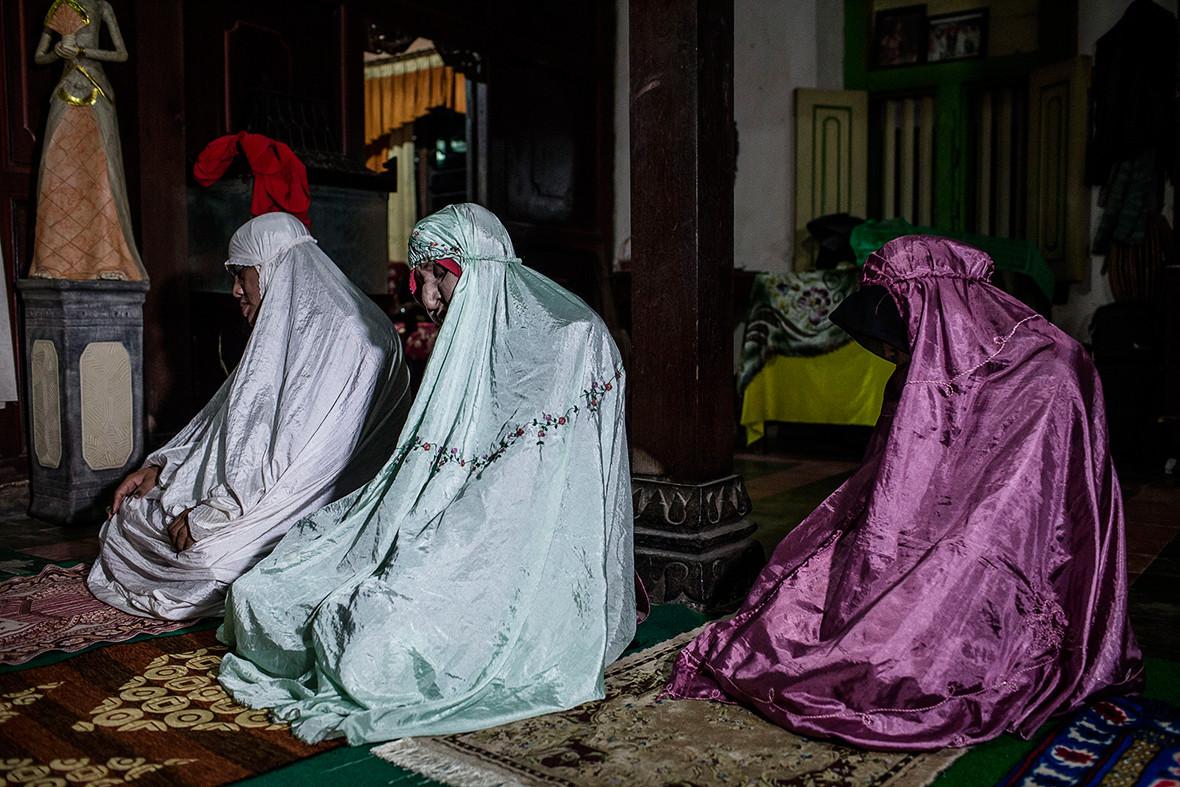 transgender Indonesia Muslim