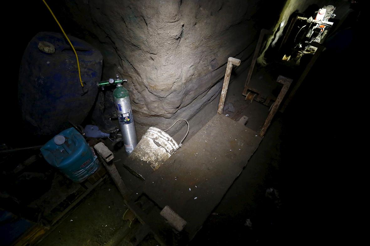 chapo guzman tunnel escape prison