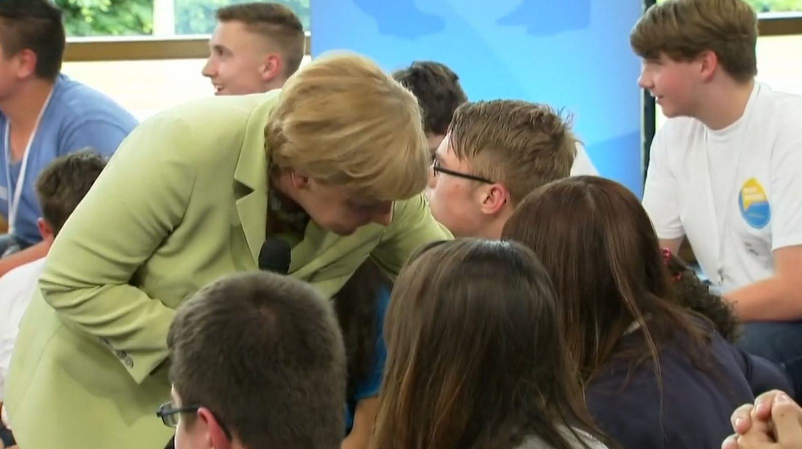 Angela Merkel Palestinian refugee girl