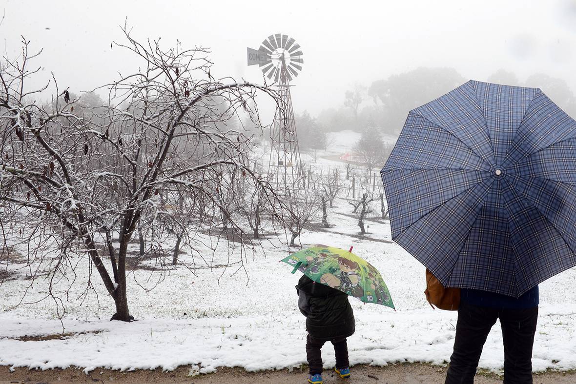 Snow In Australia Cold Front Dumps Record Snowfall On New