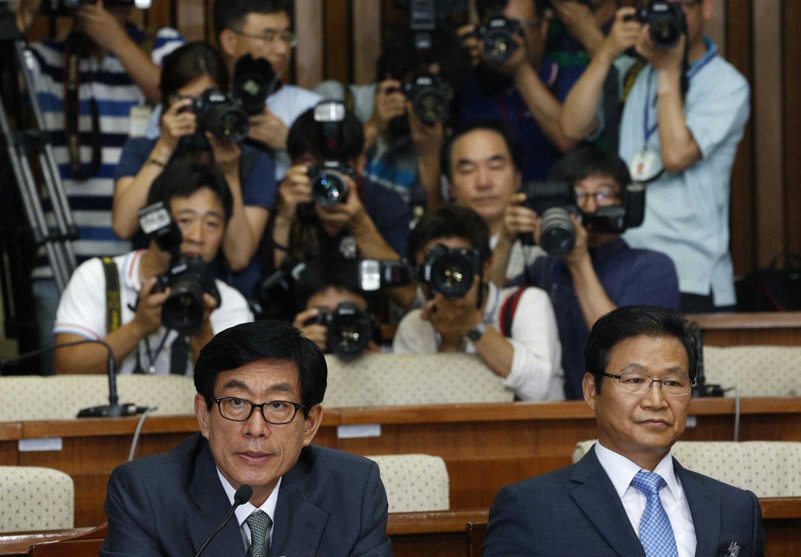 Won Sei-hoon (L), former chief