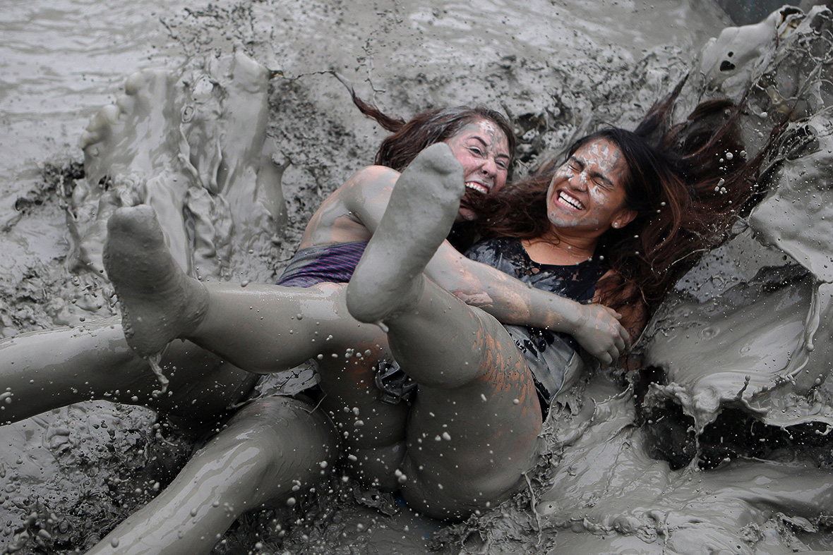 Sexy Asian Bussiness In Mud 13