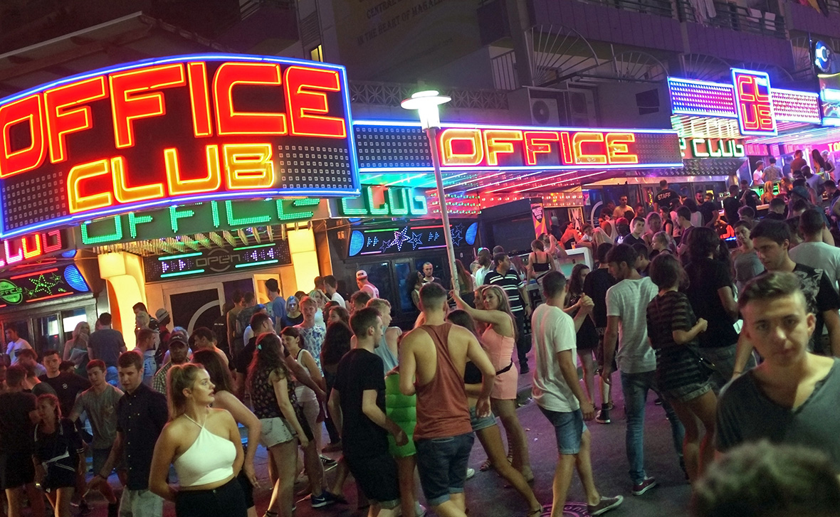 Brits arrested after £150000 worth of cocaine found in Magaluf police raid