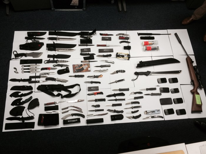 London knife crime: Police seize haul of machetes and stun ... Ninja Throwing Knife