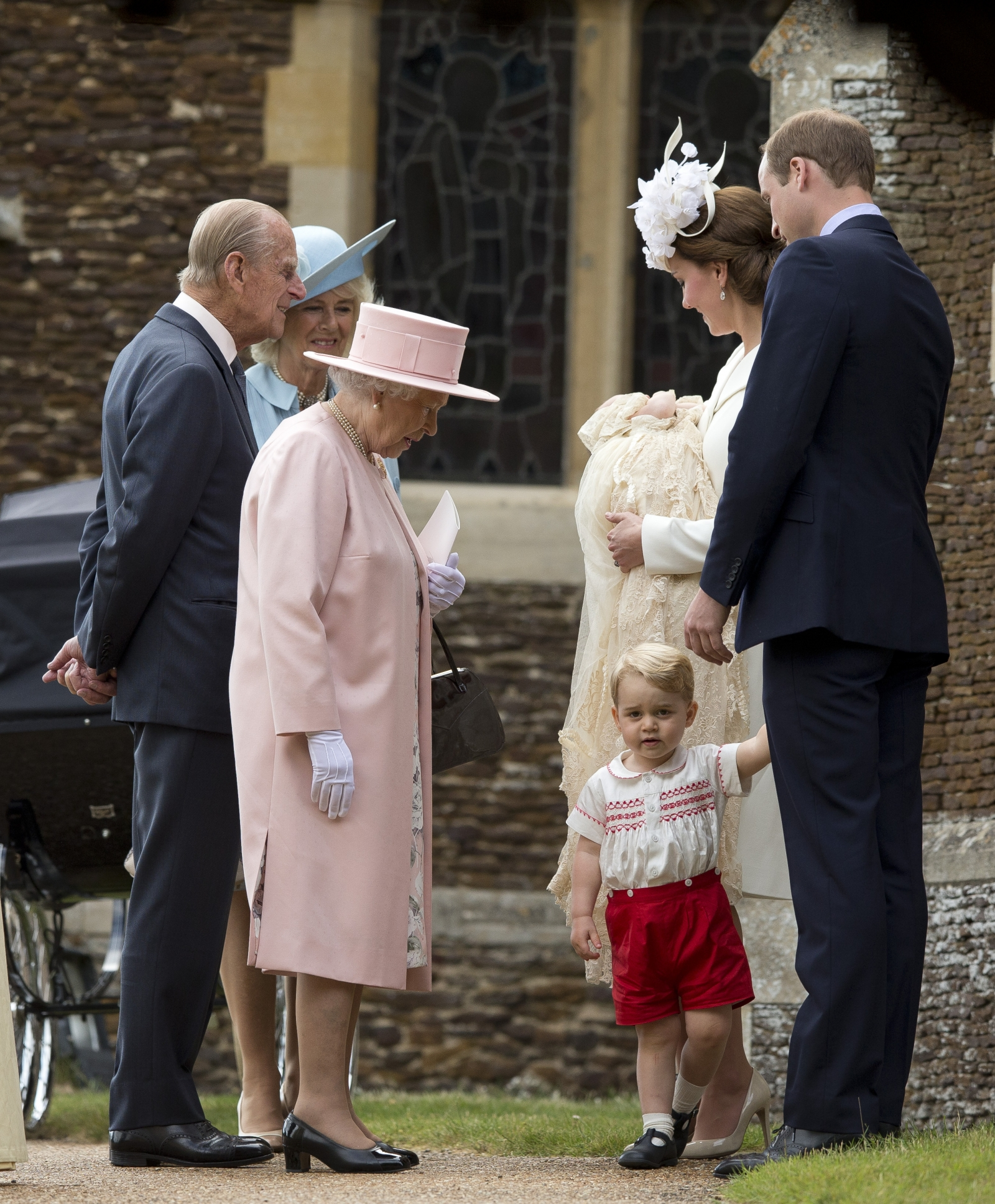 Queen Elizabeth poses with Prince George and Princess ...