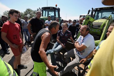 france farmers protest Olron Marennes