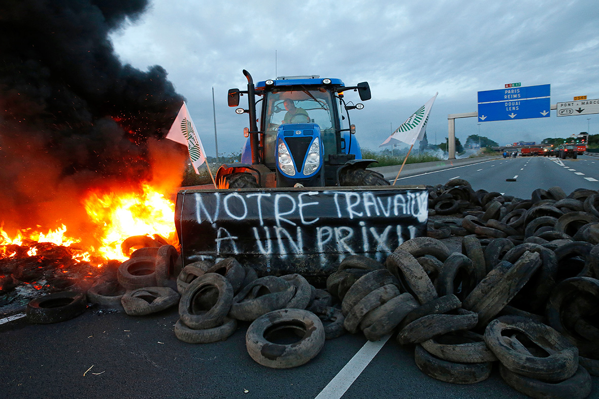 france farmer protest Seclin Lille-Paris highway