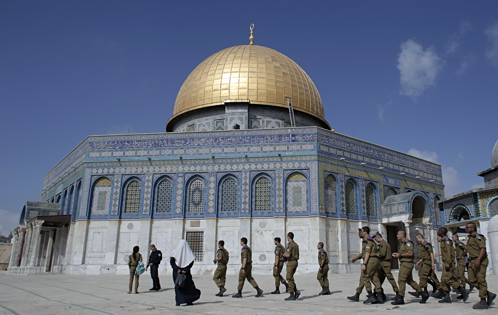 Jerusalem: Palestinians and Israeli soldiers clash as ...