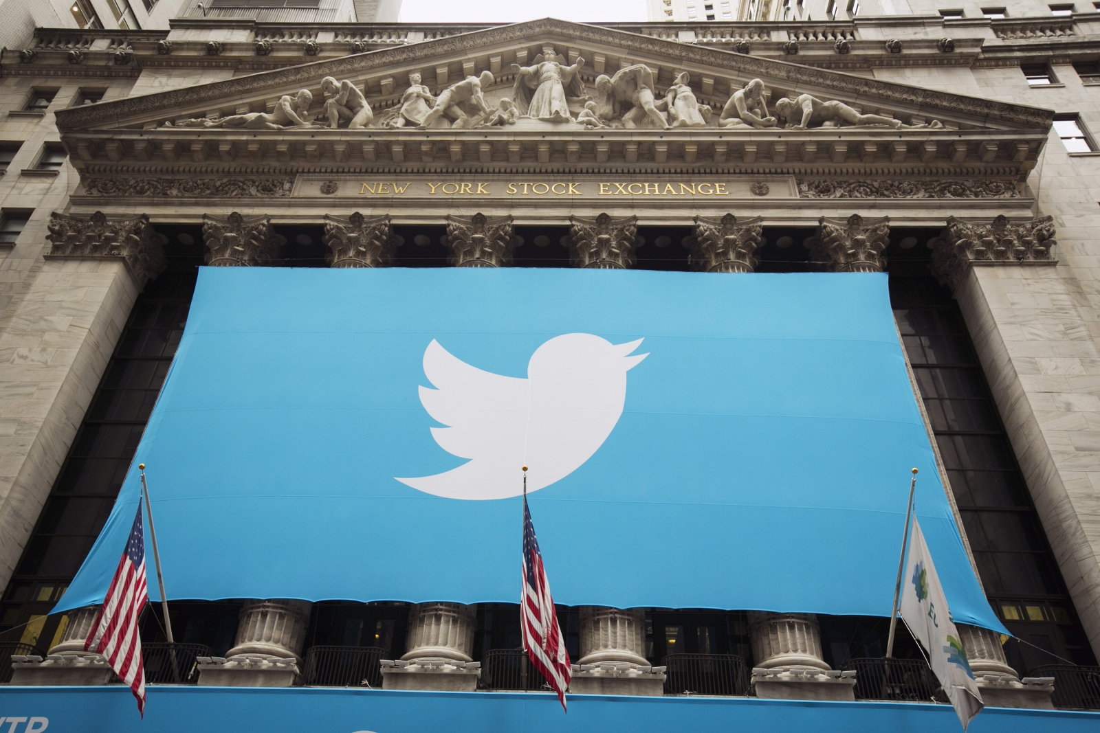 Twitter now deletes copyright infringing tweets too