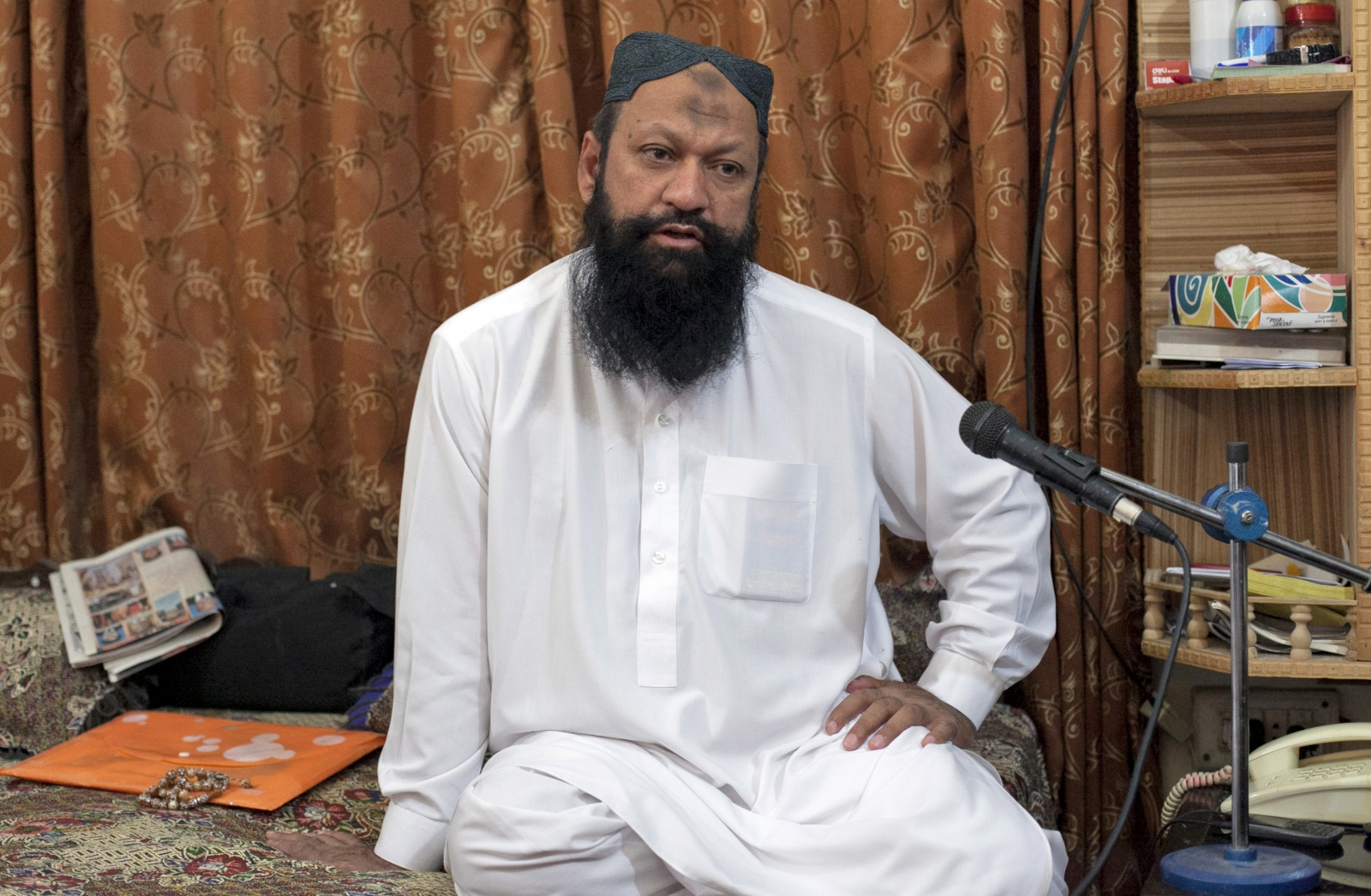 Malik Ishaq, chief of Lashkar-e-Jhangvi