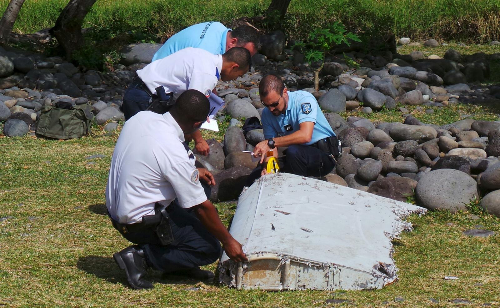 MH370 debris Reunion island suitcase