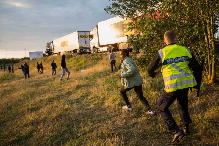 Migrants avoid security in Calais