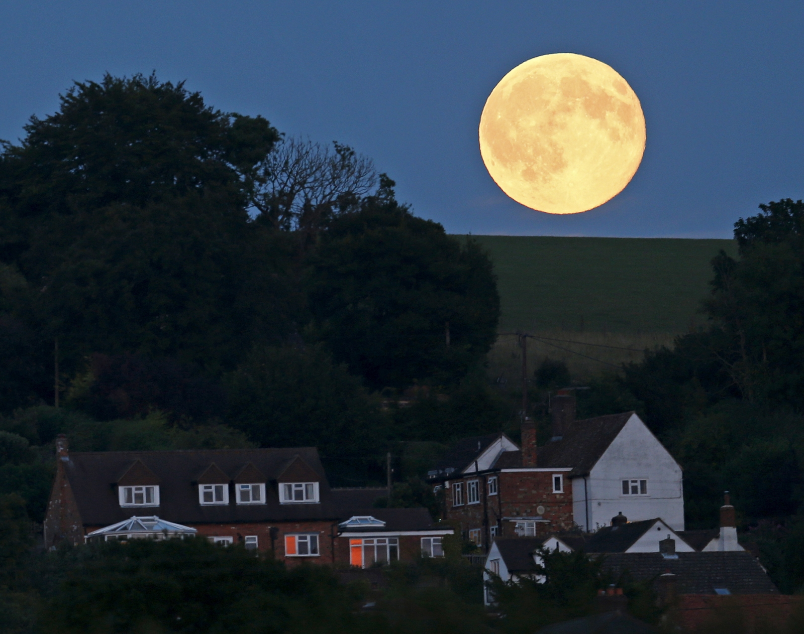 Blue moon in the UK