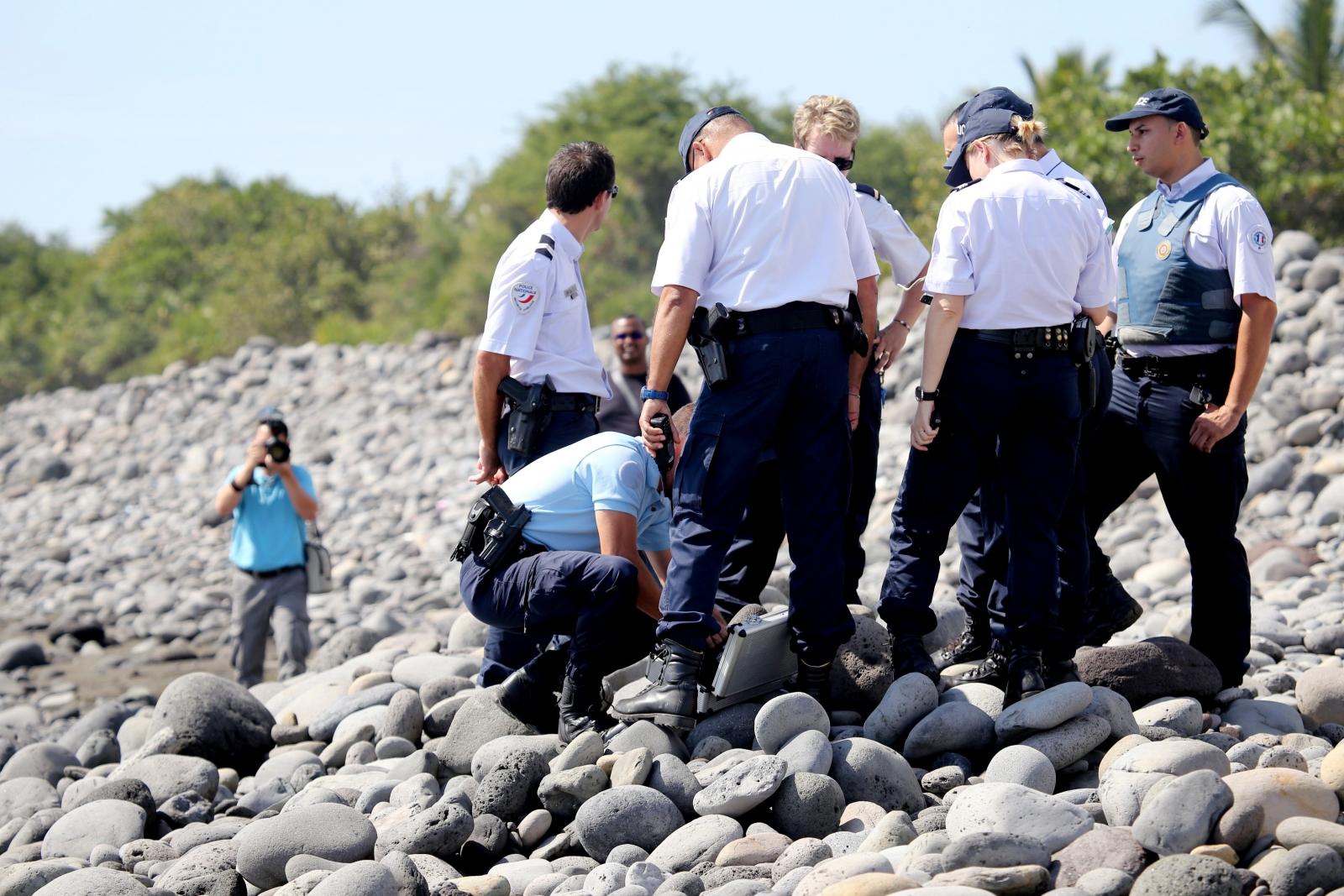Police search for Flight 370 debris