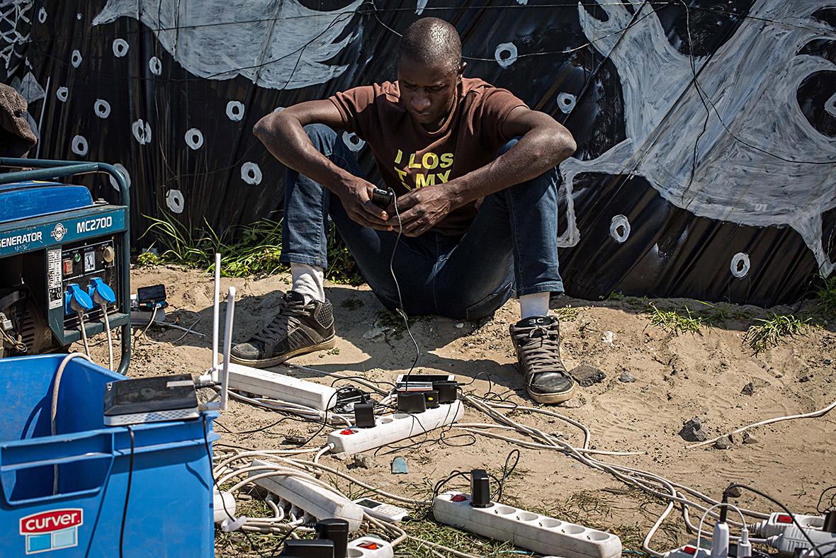 Calais migrants refugees asylum Britain