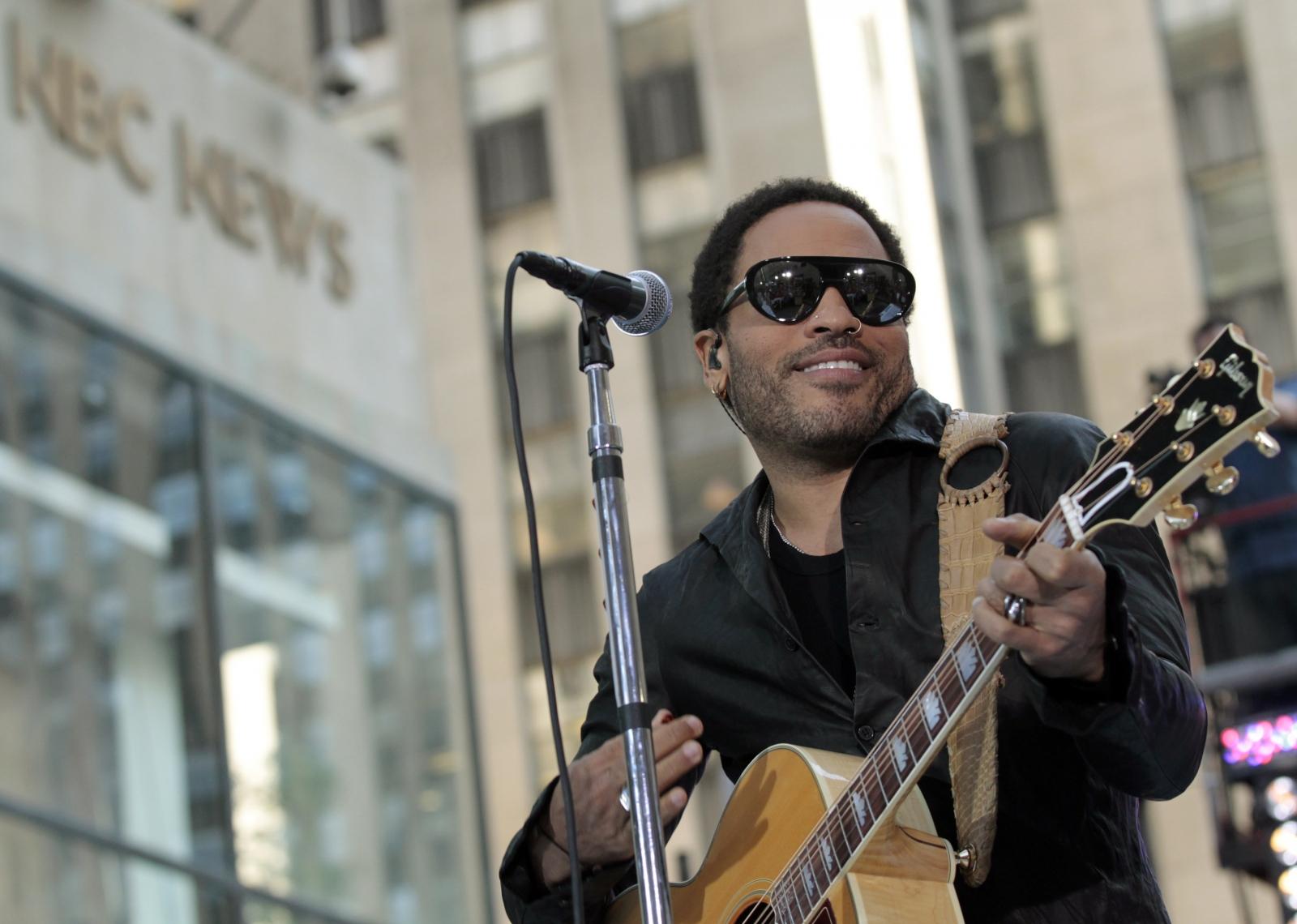 Lenny Kravitz performing
