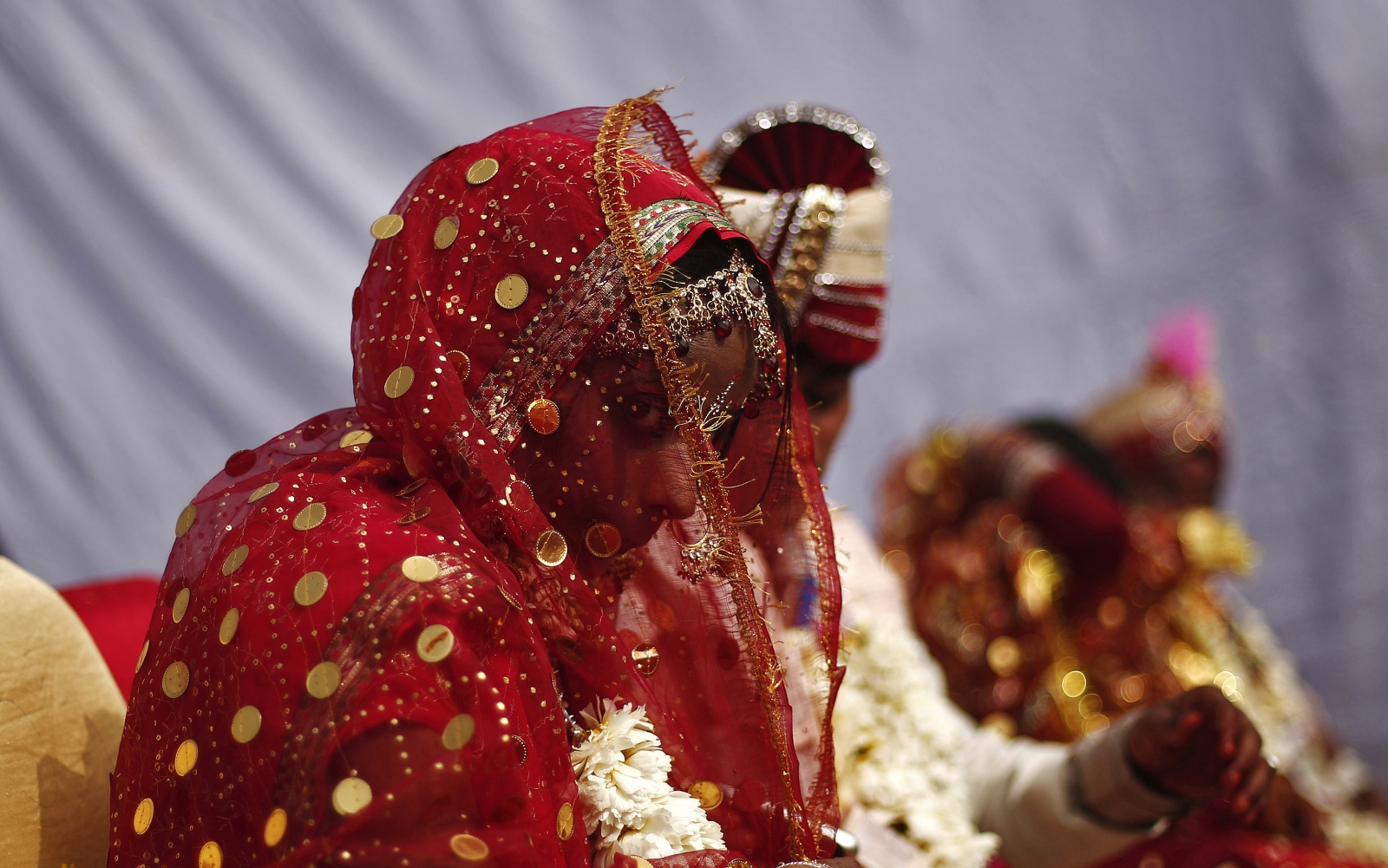 Newly Wed Gets Explosive Gift That Kills Groom Leaves Bride In