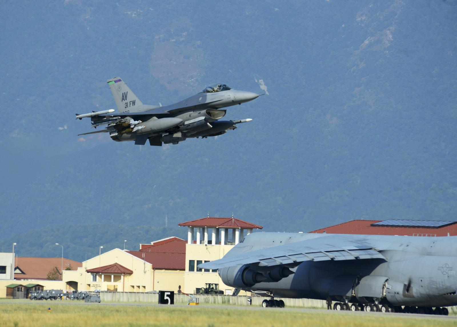 US F-16