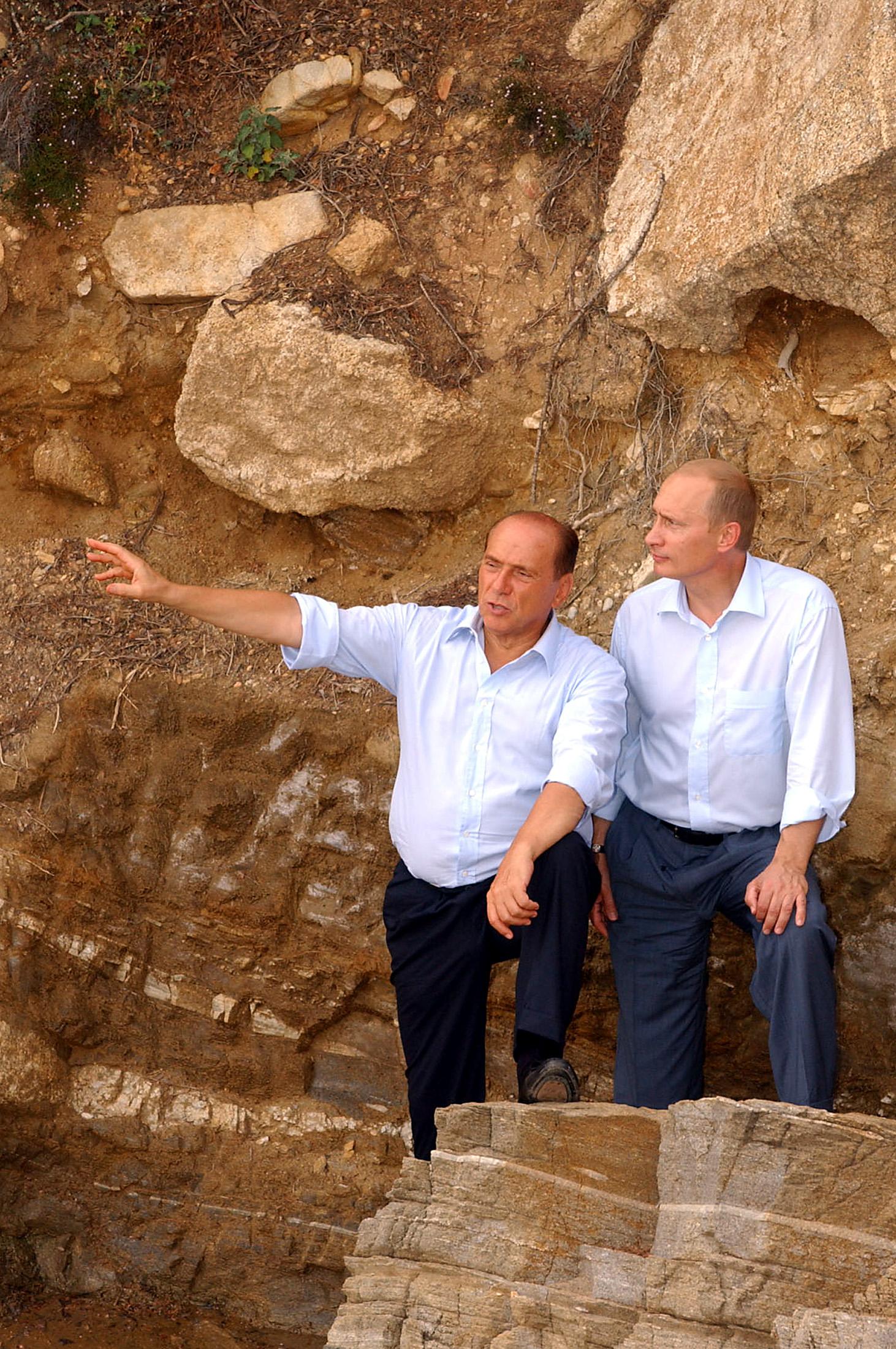 Berlusconi and Putin hang out in VillaCertosa