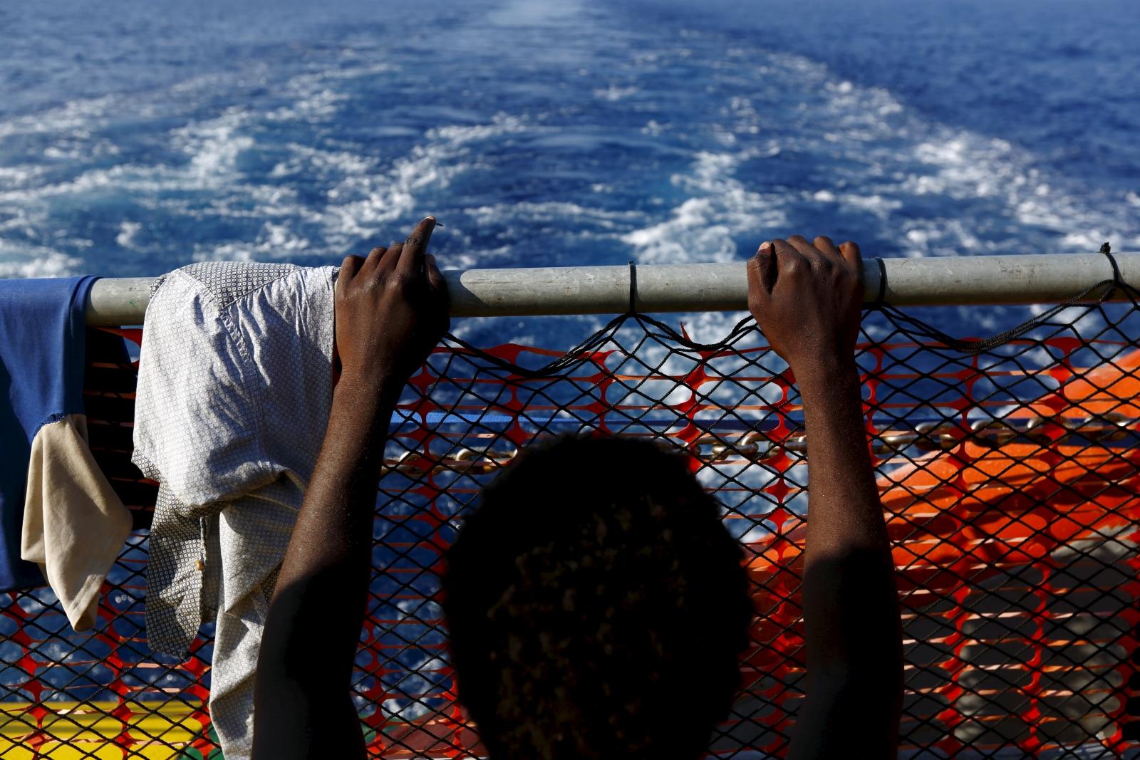 Migrants dinghy sinks off Libya