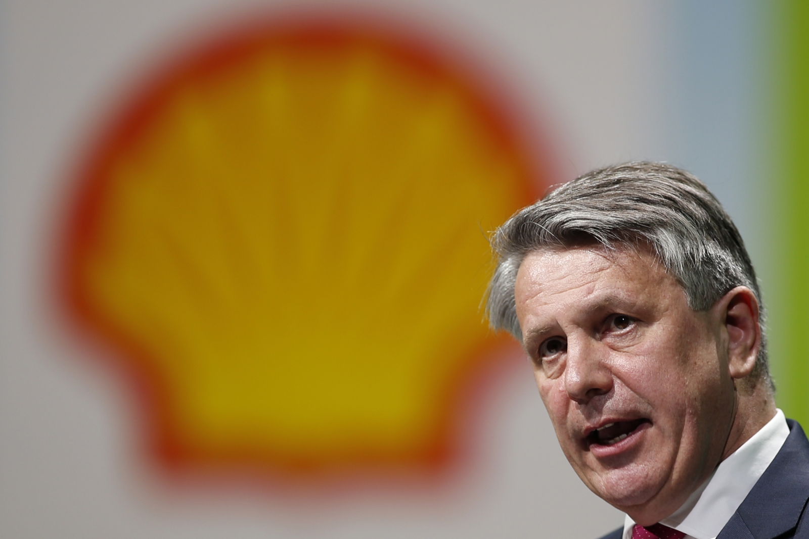 Shell share price: Group continues divestments with oil sands sale