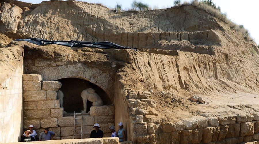 Amphipolis tomb entrace