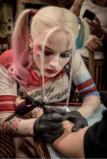 Margot Robbie tattooing David Ayer