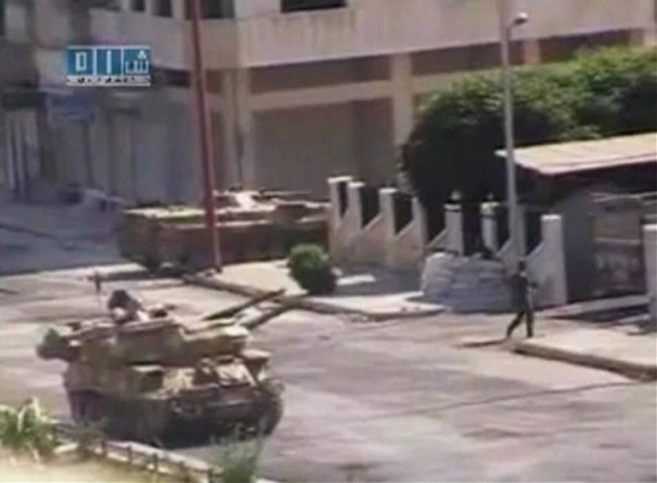 Syrian government sends tanks