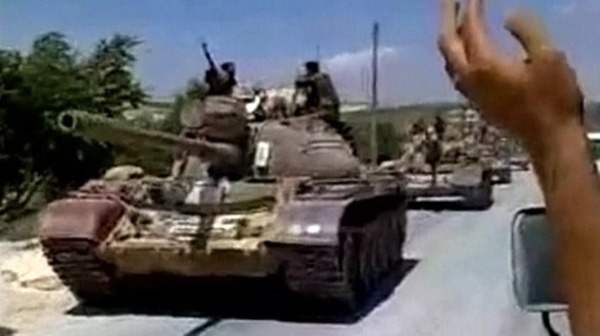 Syrian army tanks move into city
