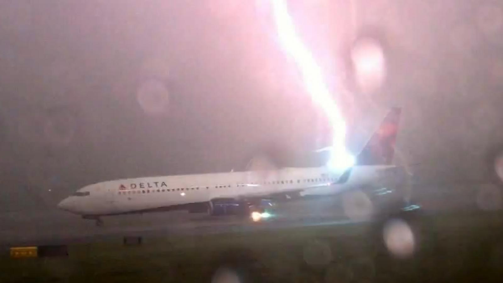 lightning strikes plane