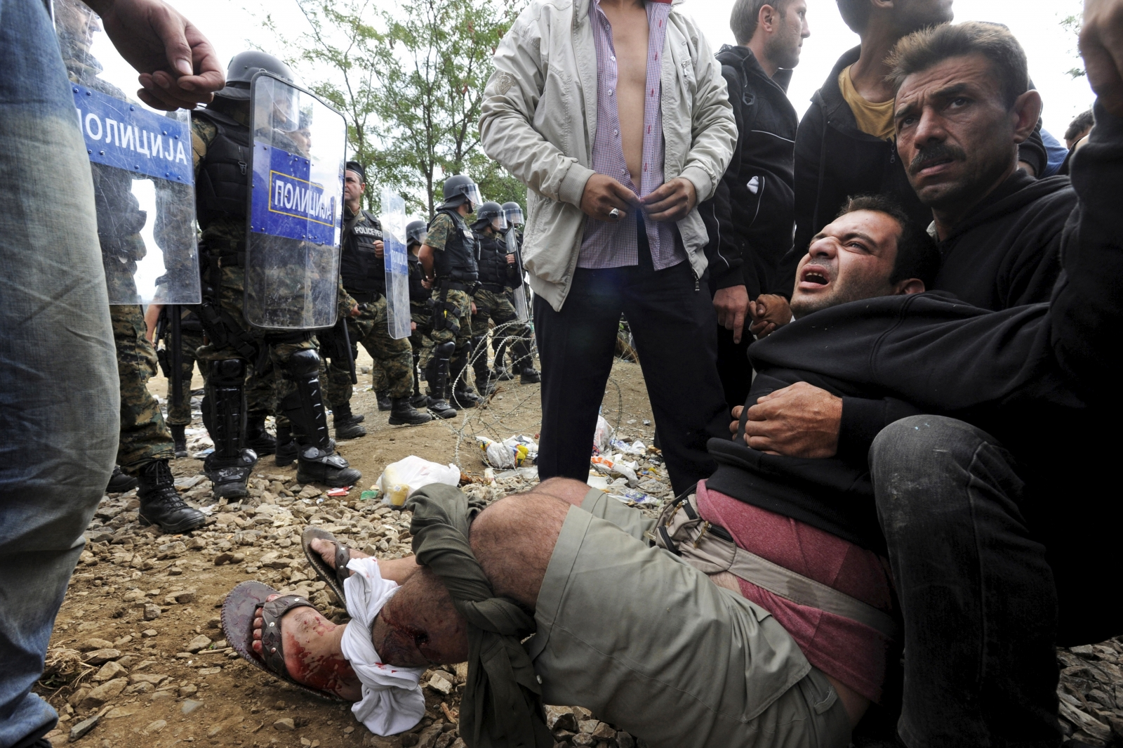 Macedonia tear gas migrants Greece