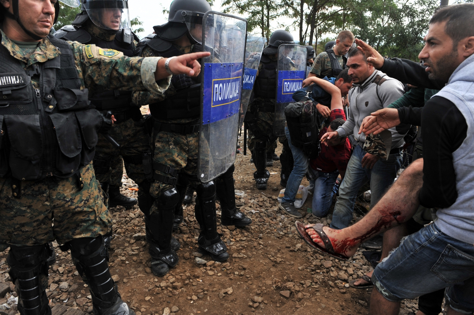 Macedonia migrant tear gas Greece