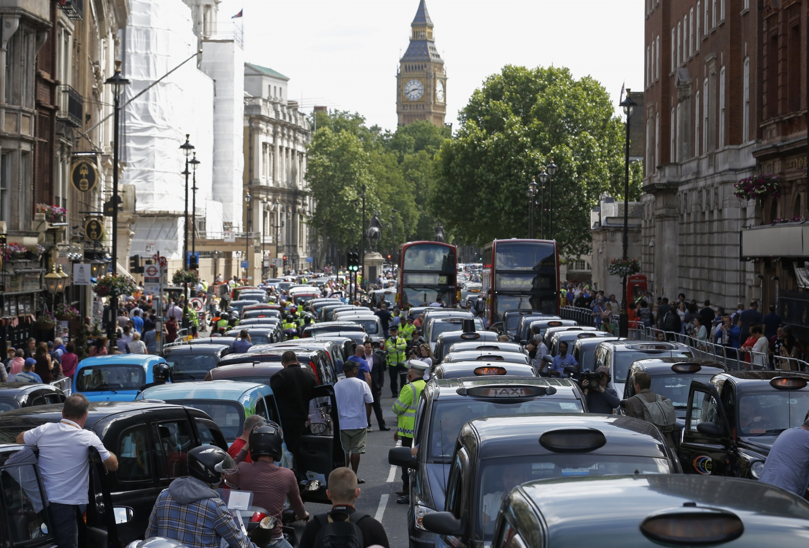CO2 emissions - busy streets full or cars