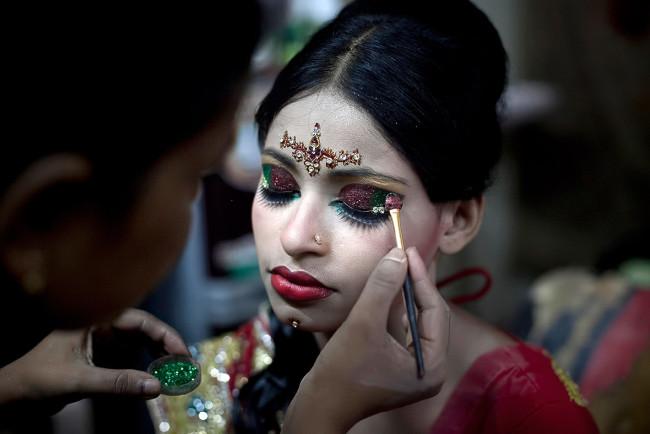 Bangladesh child marriage: 15-year-old girl\'s heartbreaking wedding