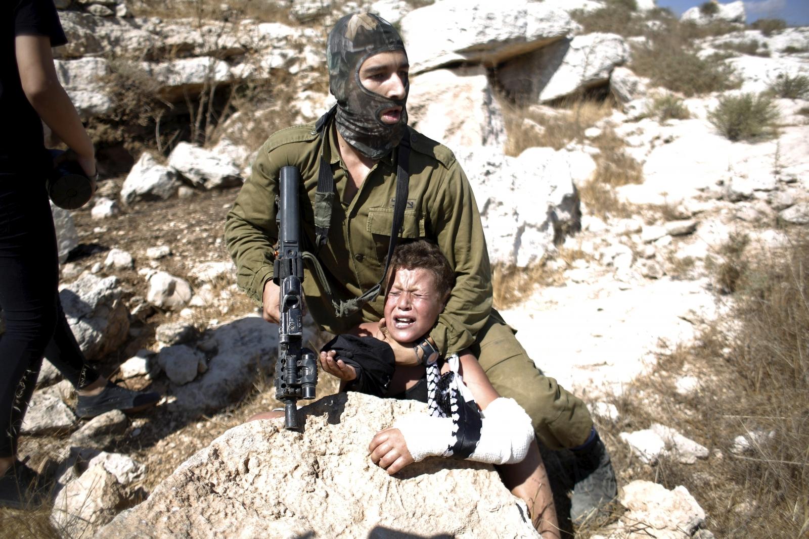 Israeli soldier Palestine boy
