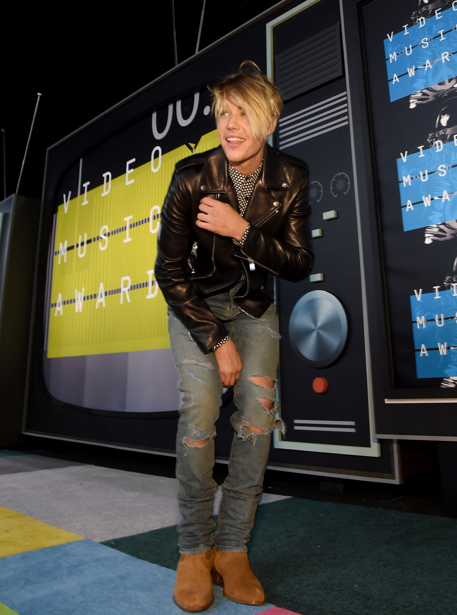 VMA Justin Bieber In Tears After Performance - Justin bieber new hairstyle vma
